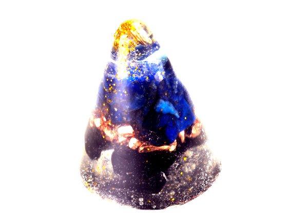 浄化アイテム<br>7 wishes のミニ・オルゴナイト・コーン型<br>バッキマーダイヤモンド・ヒマラヤ水晶・ラピスラズリ・純銅・モリオン