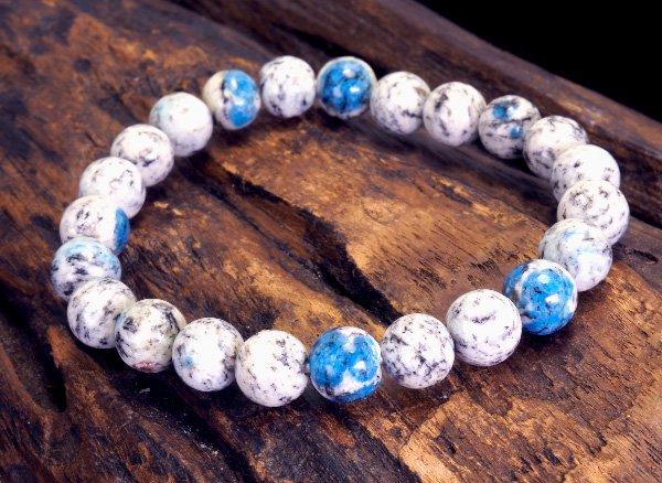 世界第2位であるK2のみで産出される石<br>ヒマラヤK2ブルー(グラナイトインアズライト)のブレスレット約8mm(23粒)<br>パキスタン・ギルギット・バルティスタン州