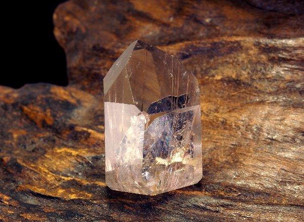 原石<br>ヘマタイトインゴールデンルチルクォーツの原石<br>ブラジル・バイア州・ノーヴォオリゾンテ産