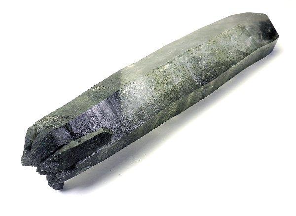 ヒマラヤ原石<br>セルフヒールドクローライト入り水晶ポイント(虹色イリデッセンス入り)のポイント<br>パキスタン・スカルドゥ産