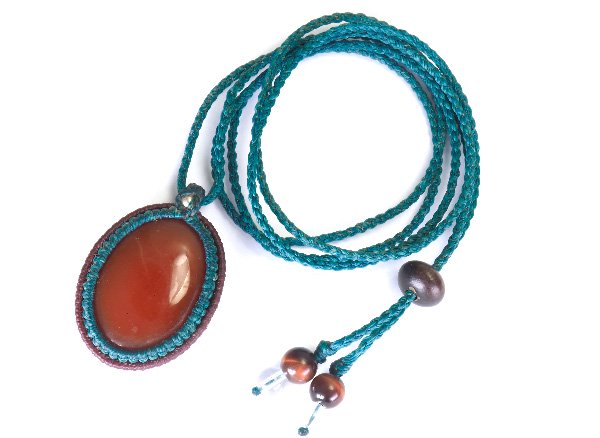 ★手作りマクラメ編みネックレス!!<br>レッドアゲートのネックレス首回り:最大約80cm