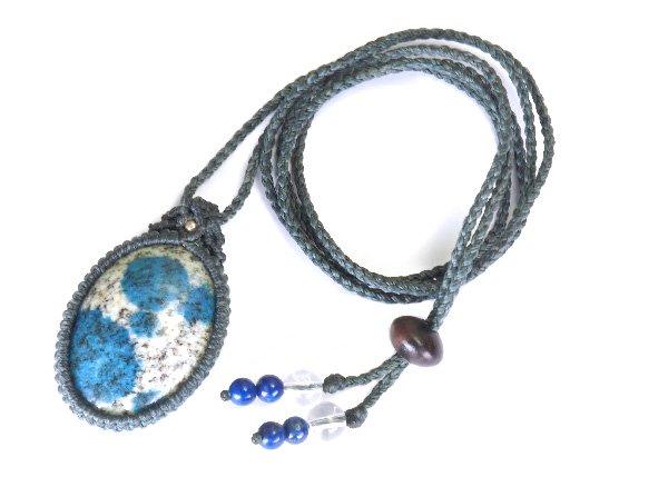 ★手作りマクラメ編みネックレス!!<br>ヒマラヤK2ブルー(グラナイトインアズライト)のネックレス首回り:最大約80cm<br>パキスタン・ギルギット・バルティスタン州