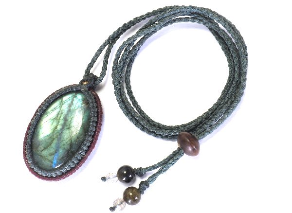 ★手作りマクラメ編みネックレス!!<br>ラブラドライトのネックレス首回り:最大約80cm<br>マダガスカル産