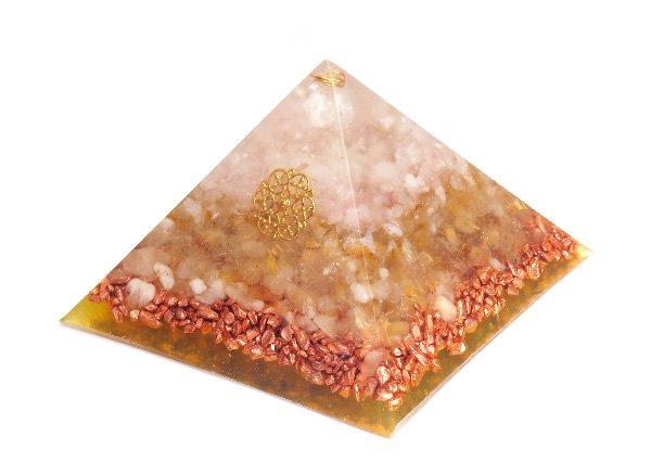 浄化アイテム<br>7 wishes のオルゴナイト・ピラミッド(Sサイズ)<br>レインボー水晶・ヒマラヤ水晶・ローズクォーツ・ルチルクォーツ・銅ビーズ