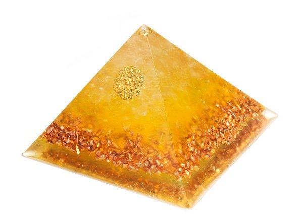 浄化アイテム<br>7 wishes のオルゴナイト・ピラミッド(Sサイズ)<br>レインボー水晶・ヒマラヤ水晶・銅ビーズ