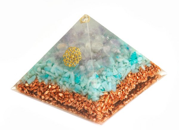 浄化アイテム<br>7 wishes のオルゴナイト・ピラミッド(Sサイズ)<br>ヒマラヤ水晶・ラベンダーアメジスト・アマゾナイト・純銅