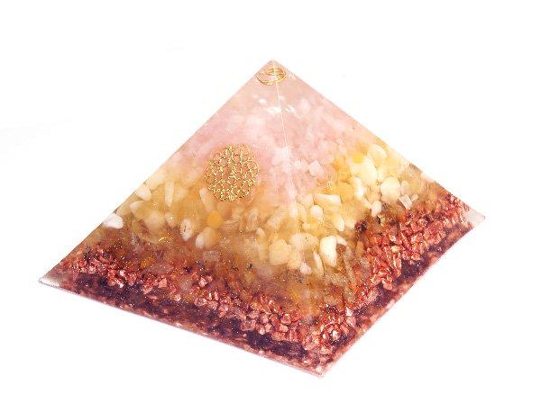 浄化アイテム<br>7 wishes のオルゴナイト・ピラミッド(Sサイズ)<br>ヒマラヤ水晶・ローズクォーツ・アラゴナイト・ルチルクォーツ・純銅