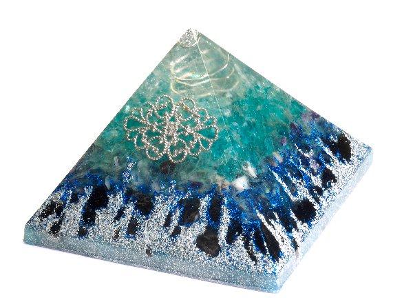 浄化アイテム<br>7 wishes のオルゴナイト・ピラミッド<br>ヒマラヤ水晶・アパタイト・レインボーフローライト・アメジスト・モリオン・アルミニウム