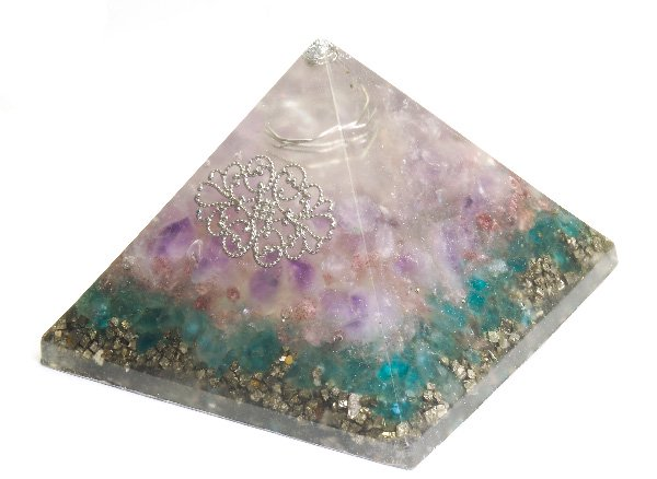 浄化アイテム<br>7 wishes のオルゴナイト・ピラミッド<br>ヒマラヤ水晶・ラベンダーアメジスト・シリウスアメジスト・ブルーアパタイト・パイライト