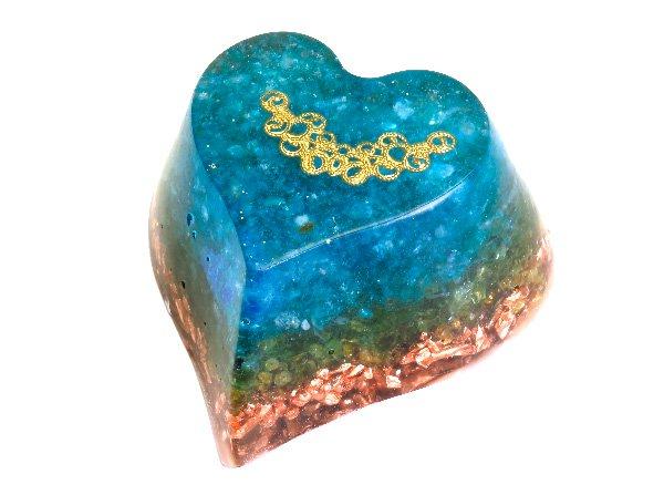 浄化アイテム<br>7 wishes のオルゴナイト・ハート型<br>ヒマラヤ水晶・アパタイト・ペリドット・純銅