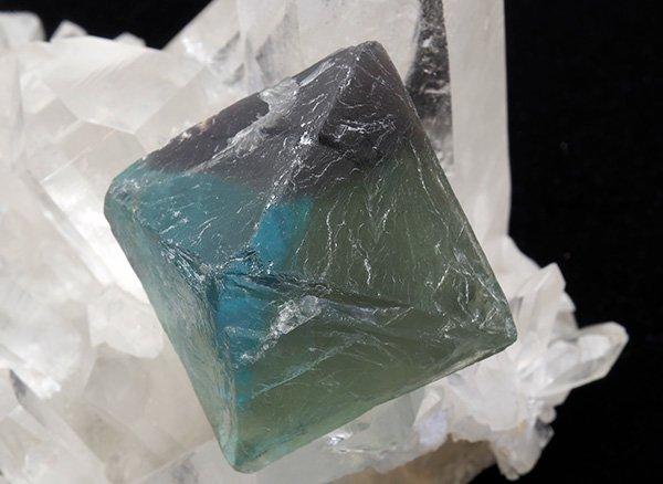 原石<br>グリーンフローライト八面体結晶中型サイズ<br>中国・浙江省産