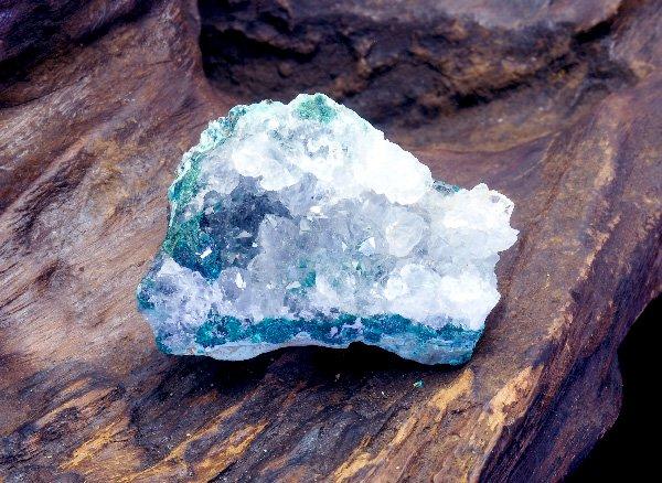 キラキラと輝くマリンブルーの結晶原石<br>マリンブルーの美しさ!!ジェムシリカドウルージー(シリシファイドクリソコラ)<br>ペルー・リリー産