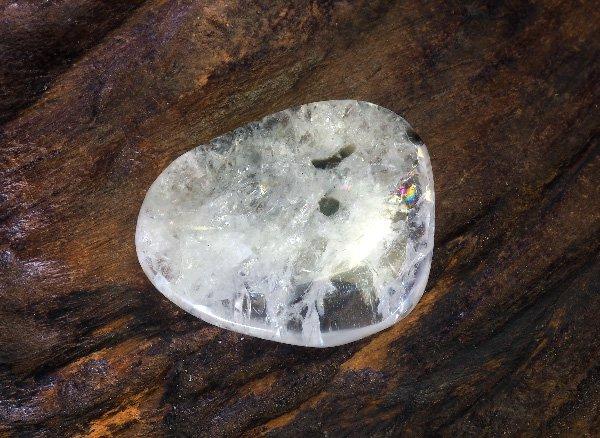 超稀少原石<br>レインボーフェナサイト(レインボーフェナカイト)のタンブル<BR>ロシア ウラル マリシェボ産