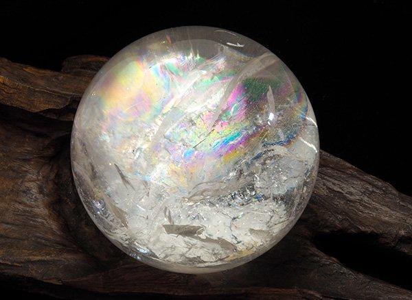 原石<br>虹だらけの大きなレインボー水晶・スフィア(丸玉)直径:約106mm<br>ブラジル・ミナスジェライス州産