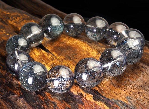 高品質ブレスレット!<BR>ギャラクシーブラックマグネタイトインクォーツSAのブレスレット 約16〜17mm(13粒) 腕回り:約17.5cm <BR>マダガスカル産