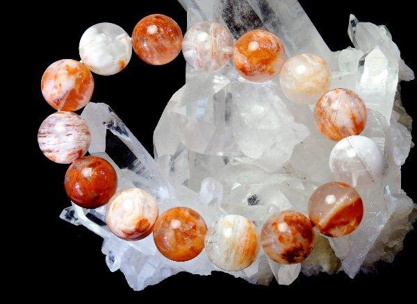 幻想的で美しいアゲートの結晶を含んだ水晶!!<br>アゲートインクォーツのブレスレット 約15.5mm(15粒)<br>マダガスカル産