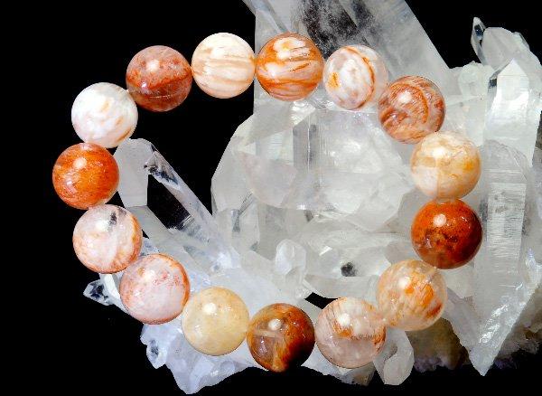 幻想的で美しいアゲートの結晶を含んだ水晶!!<br>アゲートインクォーツのブレスレット 約14.5mm(15粒)<br>マダガスカル産