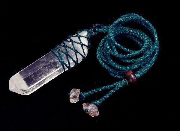 ★激安限定手作りネックレス!!<br>クリスタル水晶のポイント<br>マクラメ編みネックレス 首回り:最大約80cm <BR>ヒマラヤ産