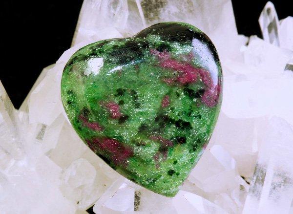 原石<BR>ルビーインゾイサイトのハート<br>インド産