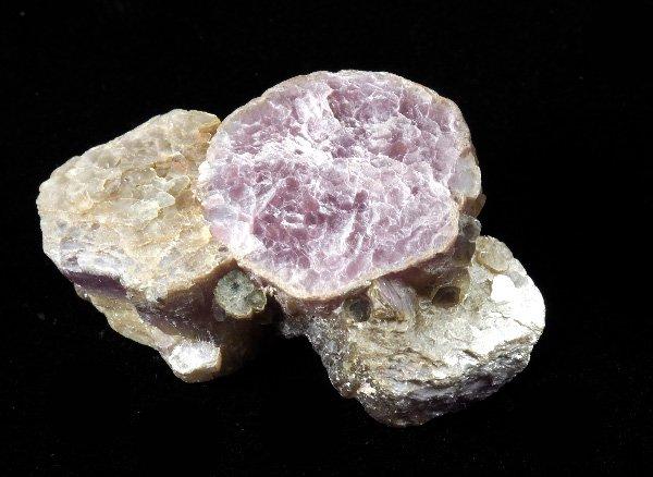 原石<br>モスコバイト(白雲母)とレピドライトの結晶体<br>ブラジル・ミナスジェライス州・コロネルムルタ産
