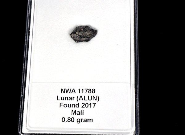 ★2017年発掘された月の石です!!<br>地球舞い降りた『月の隕石』<br>マリ共和国産