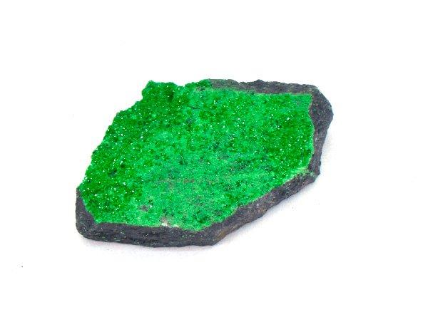 <img class='new_mark_img1' src='https://img.shop-pro.jp/img/new/icons1.gif' style='border:none;display:inline;margin:0px;padding:0px;width:auto;' />癒される鮮やかなグリーンの原石!!<BR>ウバロバイトガーネットの原石<BR>ロシア・ウラル鉱山産