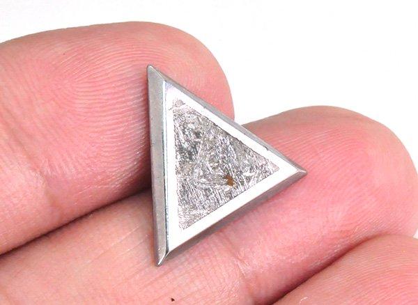 宇宙の神秘のパワーを秘めた隕石!!<BR>セイムチャン隕石(オクタヘドライト)トライアングル<BR>ロシア・マガダン州・セイムチャン産