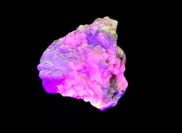 紫外線でバイオレットピンクに光る原石<BR>ハックマナイトの原石<br>パキスタン産