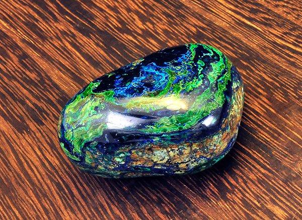 原石<br>ブルーとグリーンのアートな色彩のアズロマラカイトのペブル<br>ペルー産