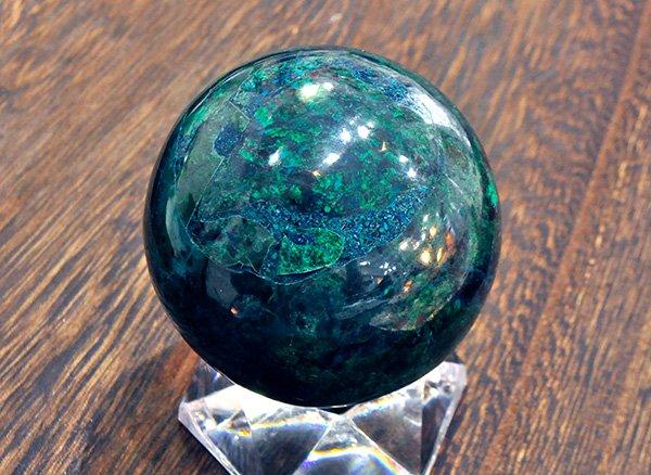 原石<br>ブルーとグリーンのアートな色彩のアズロマラカイトのスフィア(丸玉)<br>ペルー産