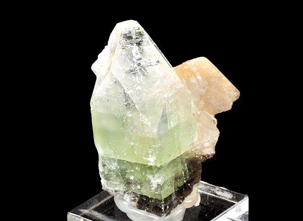 スティルバイトが天使の羽のよう!<br>グリーンアポフィライト&スティルバイトのミニ結晶ポイント<br>インド・マハラシュトラ州・プーナ・パシャン鉱山産