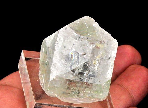 原石<br>レインボーグリーン・アポフィライトの結晶ポイント<br>インド・マハラシュトラ州・プーナ・パシャン鉱山産