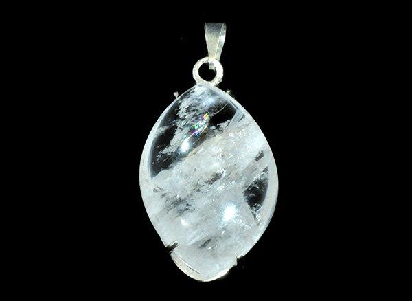 SVペンダントトップ<br>天使の石ペタル石(ペタライト)のペンダントトップ※虹入りです。<br>ブラジル・ミナスジェライス州アラスアイ産