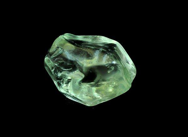 原石<br>プラシオライトの磨きタンブル<br>ブラジル・リオグランデ・ド・スル州アメチスタ産