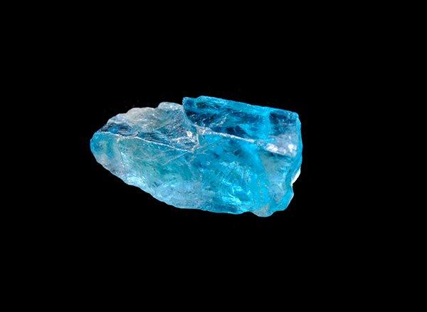 原石<br>ネオンブルーアパタイトの原石<br>マダガスカル産