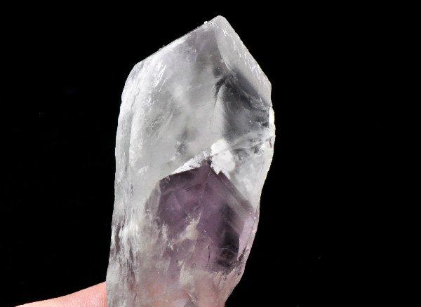原石<BR>美しすぎるアメジストのクォーツインクォーツ(マニフェストクォーツ)の単結晶ポイント<BR>ブラジル・バイーア州産