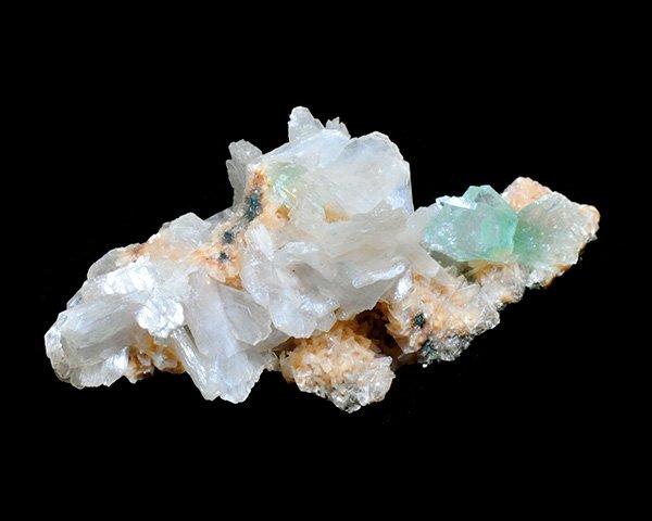 スティルバイトが天使の羽のよう!<br>グリーンアポフィライト&スティルバイトのミニ結晶ポイント<br>インド・マハラシュトラ州・ラフリ産