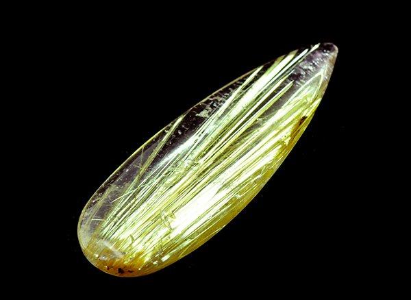 ギラギラと輝く高品質のタイチン!!<br>ゴールデンタイチンルチルクォーツのルース<br>ブラジル・ミナスジェライス州・ジェキタイ産