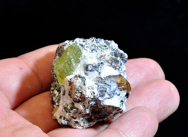 原石<br>グリーンアパタイトの結晶原石<br>メキシコ産