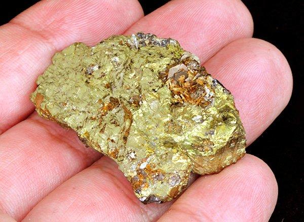 原石<br>金塊のようなチャルコパイライトの結晶<br>ロシア・ダルネゴルスク産