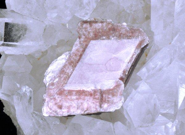★原石<br>モスコバイト(白雲母)とレピドライトの結晶体<br>ブラジル・ミナスジェライス州・コロネルムルタ産