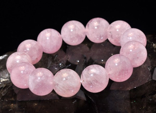 愛を引き寄せる石<br>モルガナイト5A(ピンクアクアマリン)約16mm(13粒)のブレスレット <br>ブラジル産