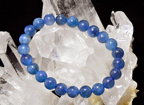 高品質ブレスレット!!<BR>濃いブルーは特徴のベトナム産アクアマリン3A 約8mm(23粒)腕回り:約16cm