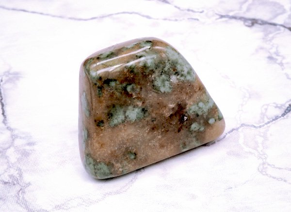 希少原石<br>ナンドライトのタンブル<BR>オーストラリア・ニューサウスウェールズ州パックサドル・ナンドーラ牧場産