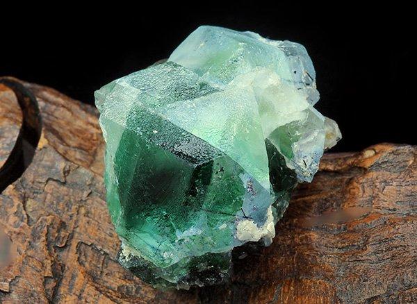 新たに発見された希少原石<br>グリーンフローライトの結晶<br>ナミビア・エロンゴ産