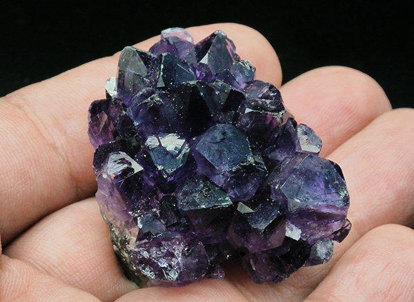 原石<br>濃いパープルが素敵なアメジストミニクラスター<br>ウルグアイ・アルティガス産