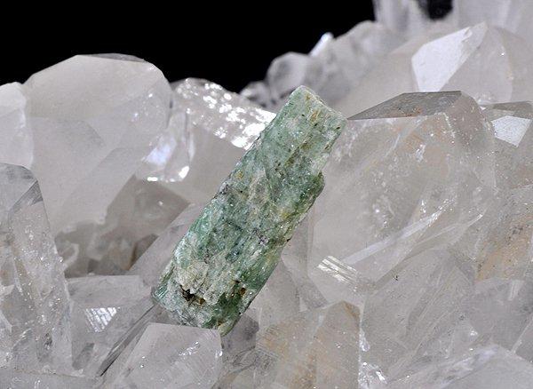 原石<BR>グリーンカイヤナイト単結晶<BR>タンザニア産