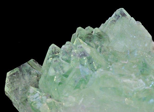 原石<br>グリーン・アポフィライトの結晶<br>インド・マハラシュトラ州・プーナ・パシャン鉱山産
