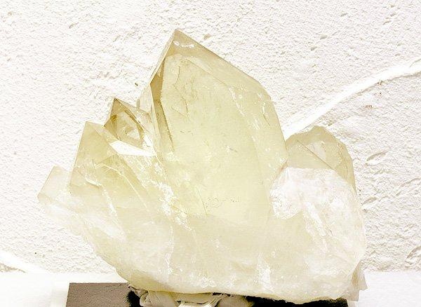 原石<br>カテドラル・シトリンクォーツのポイント<br>ブラジル・ミナスジェライス州イチンガ産