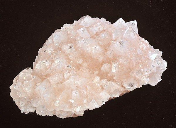 原石<br>ピンク・アポフィライトの結晶<br>インド・マハラシュトラ州・プーナ・パシャン鉱山産